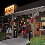 Cracker Barrel, Holyoke, MA - Exterior