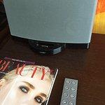 Einzelzimmer mit Bose Soundanlage für iPhone 4/4S
