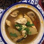 Soupe crevette et soupe poulet pleine de saveur , poulet curry vert et bœuf sauté excellent !!!