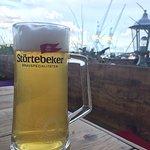 Aussicht vom Biergarten auf den Stadthafen