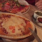 Pizza war sehr angebrant,Teig dünn wie Papier.. Sehr lange auf das Essen gewartet!