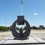 Monumento na Praça ds Girassóis
