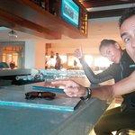 En el bar, excelente servicio Hermosa vista  :D