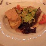 Foie gras avec son magret séché et sa compotée d'oignons