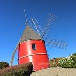 Le moulin vers le village de marques.