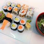 Promoción viernes: sopa miso + sushi combo 16 pzas @ 10 Eu