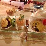 Vorspeisenvariation mit Burger, Vitello Tonnato und Paprikamousse