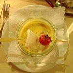 Kokos-Curry-Schaumsüpple mit Kroepoek