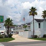 motel exterior picture