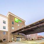Holiday Inn Express & Suites Shawnee - Kansas City West