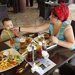 Обедаем всей семьёй))