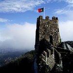 La bandiere portoghese sul castello