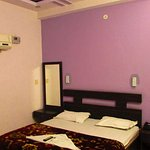 room image05_large.jpg