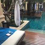 Direct pool access from Elite room