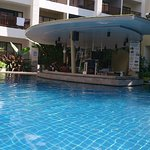 the swim up bar