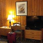 Foto de The Cedarwood Inn and Suites