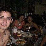 con los amigos disfrutando de la comida y la piscina!