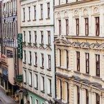 Zabytkowa fasada Hotelu Patio / The historic facade of the Patio Hotel.