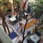 Um Riad familiar com uma decoração marroquina requintada. Excelentes condições. Bem localizado.