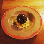 Sphère chocolat, brunoise mangue ananas