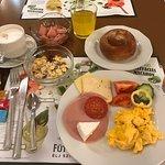 ホテルの朝食ブッフェ