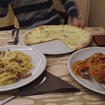 4formaggi pizza, spaghetti carbonara and bolognese. The bolognese was exceptional
