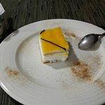 postres: yogurt y tarta san marcos.