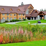 Talkeetna Alaskan Lodge grounds