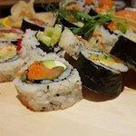sushi saumons crevette maki thon maki crabe épicé
