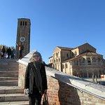 puente de ladrillo y campanille de Murano