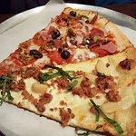 Foto de Slice Pizzeria - St. Charles