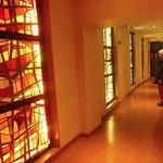 Couloir d'accès à la salle de restaurant.