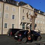Façade du centre Hôtellier JC , côté Parking privé et sécurisé.