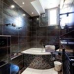salle de bain de la chambre Dragon et Elfes