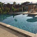 pool di pagi hari, kalo siang panas