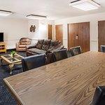 Decantillon Hospitality Suite