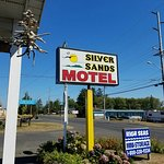 Welcome To McBee's Silver Sands Motel