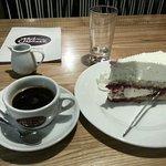 raspberry cake and decaffeinated lungo