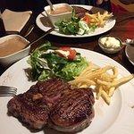 Steak goed maar niet bijzonder Tiramisu en Crème brulee heel er goed!