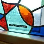 Les vitraux, éxécutés par un maître verrier de Quimper, datent de 2007