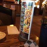 Chelos Hometown Bar & Grill resmi
