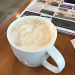 قهوه وانوع من الحلويات الخفيفه والوجبات