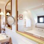 Das Badezimmer einer Junior Suite
