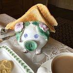 Piggy toast holder