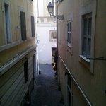Вид на дворик-улицу из одного из номеров