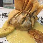 Talego de boletus pinícola y rabo de toro de ternera de Aliste sobre crema de manzana asada