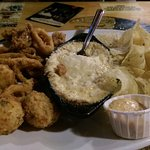 The sampler platter (Fried Calimari, crab dip, jalapeno poppers)