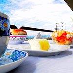 Delicioso desayuno en en la terraza