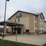 Days Inn and Suites Exterior Photo