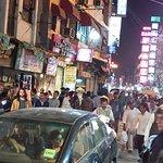 Main bazaar, a la salida del hostel Smyle Inn